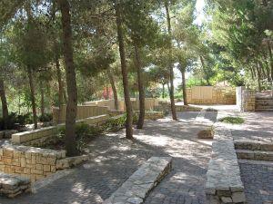 righteousgentiles-gardenoftherighteousamongthenationswallofhonor-yadvashem-jerusalem-wiki